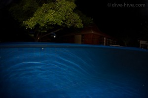 Oceans 5 - swimmingpool at night